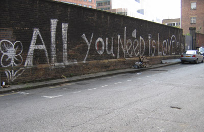 All you need is love Graffiti